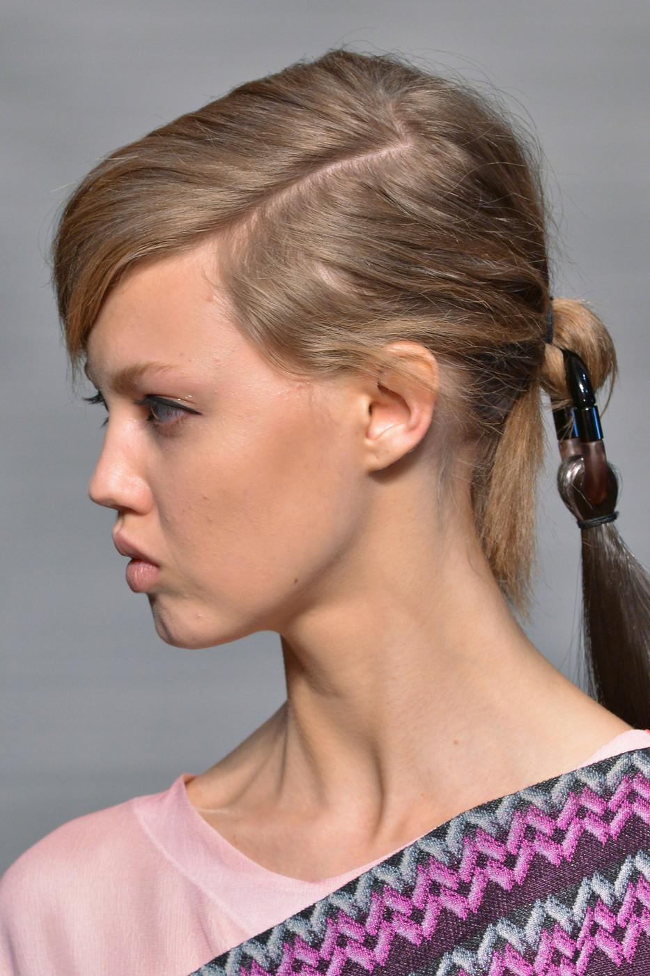 Как убрать пробор с волос