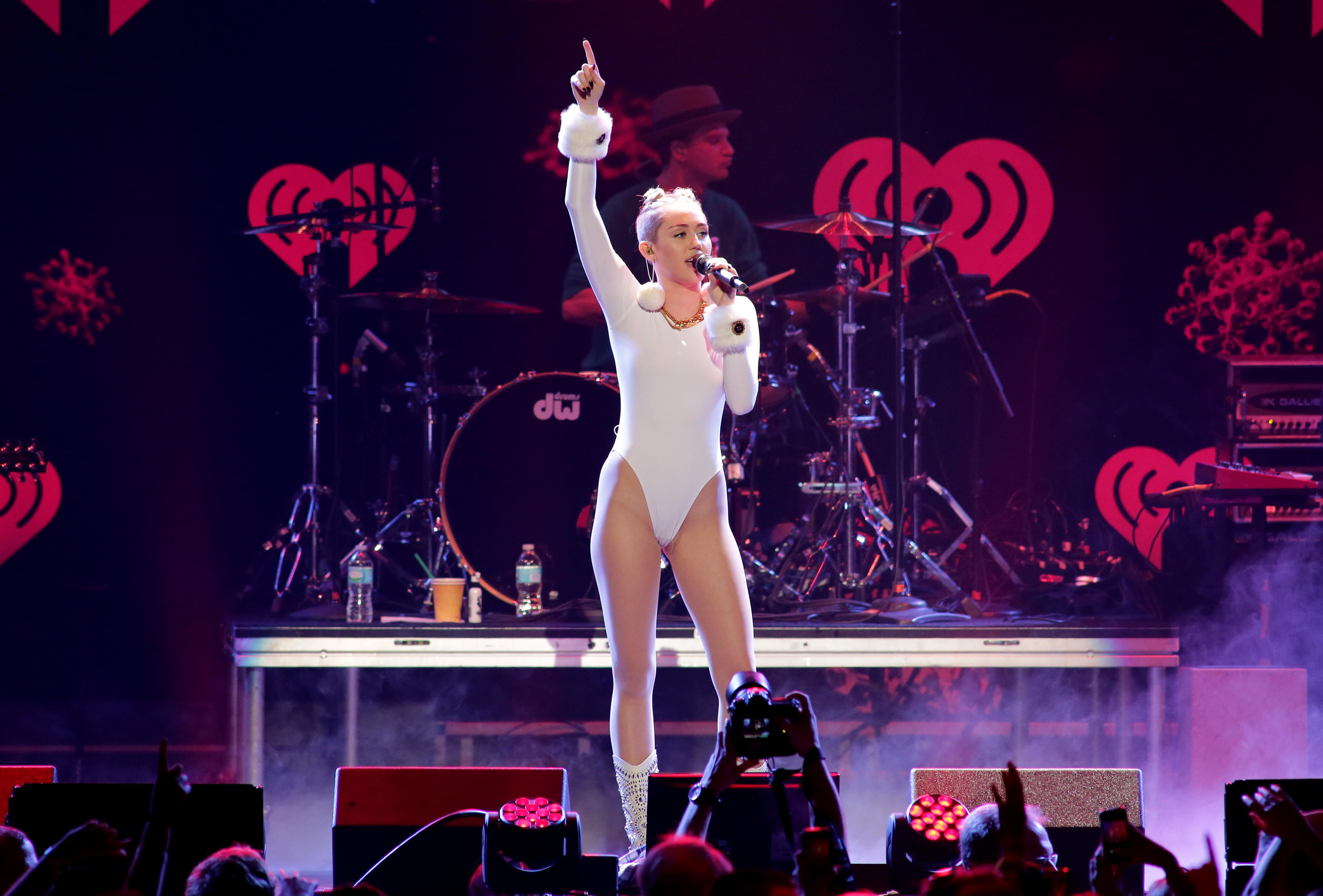 Miley Cyrus lookalike nailed by black cocks  Redtube Free
