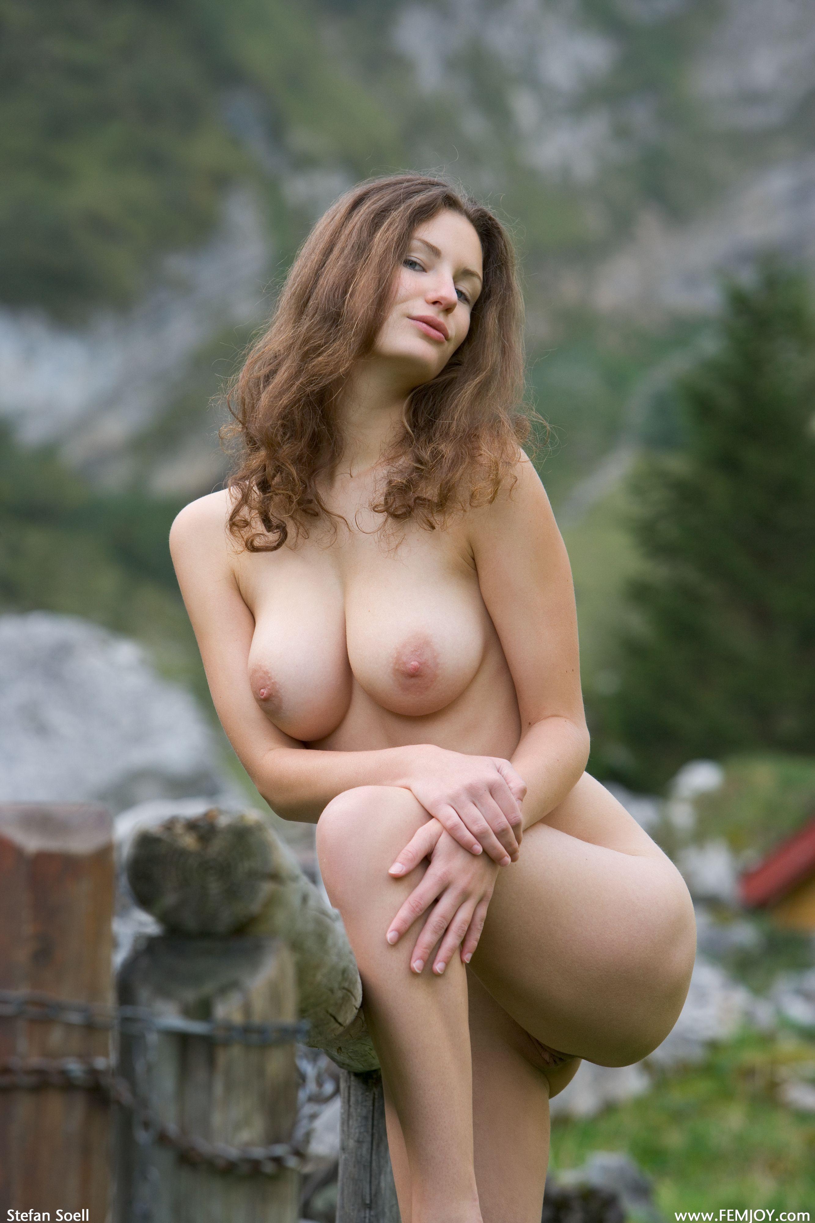 Девушки с сиськами полными молока порно фото