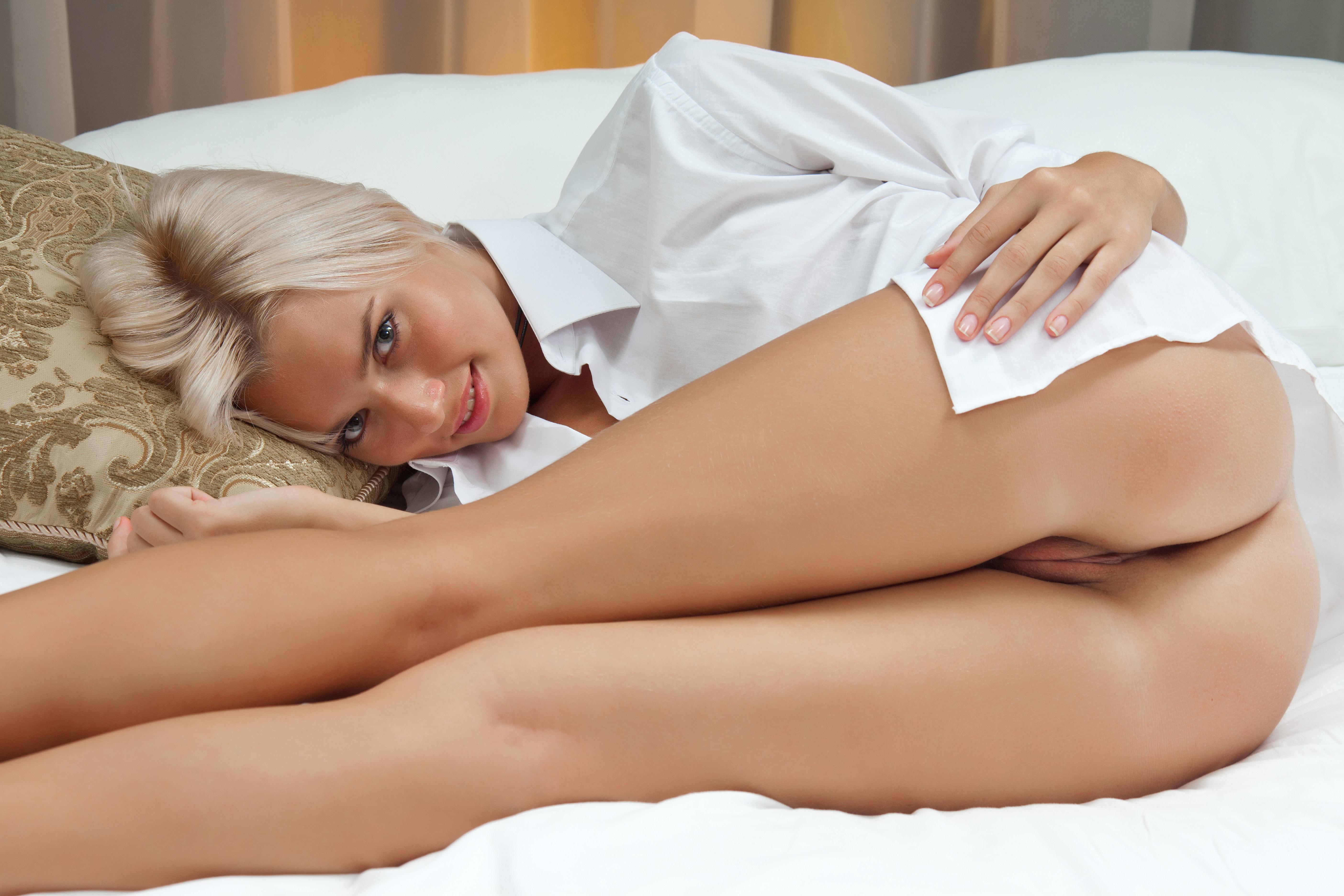Девушки в белых трусиках эротика фото