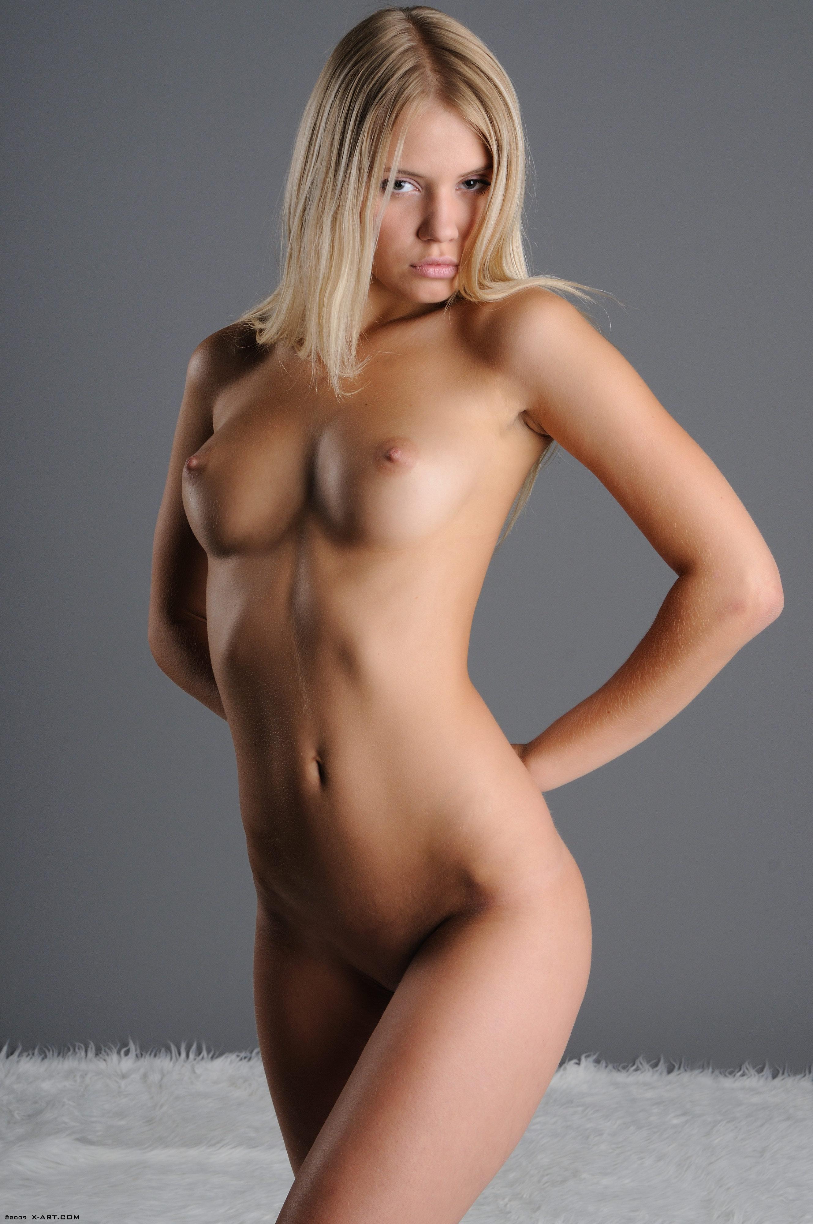 Фото голой блондинки за 30 14 фотография