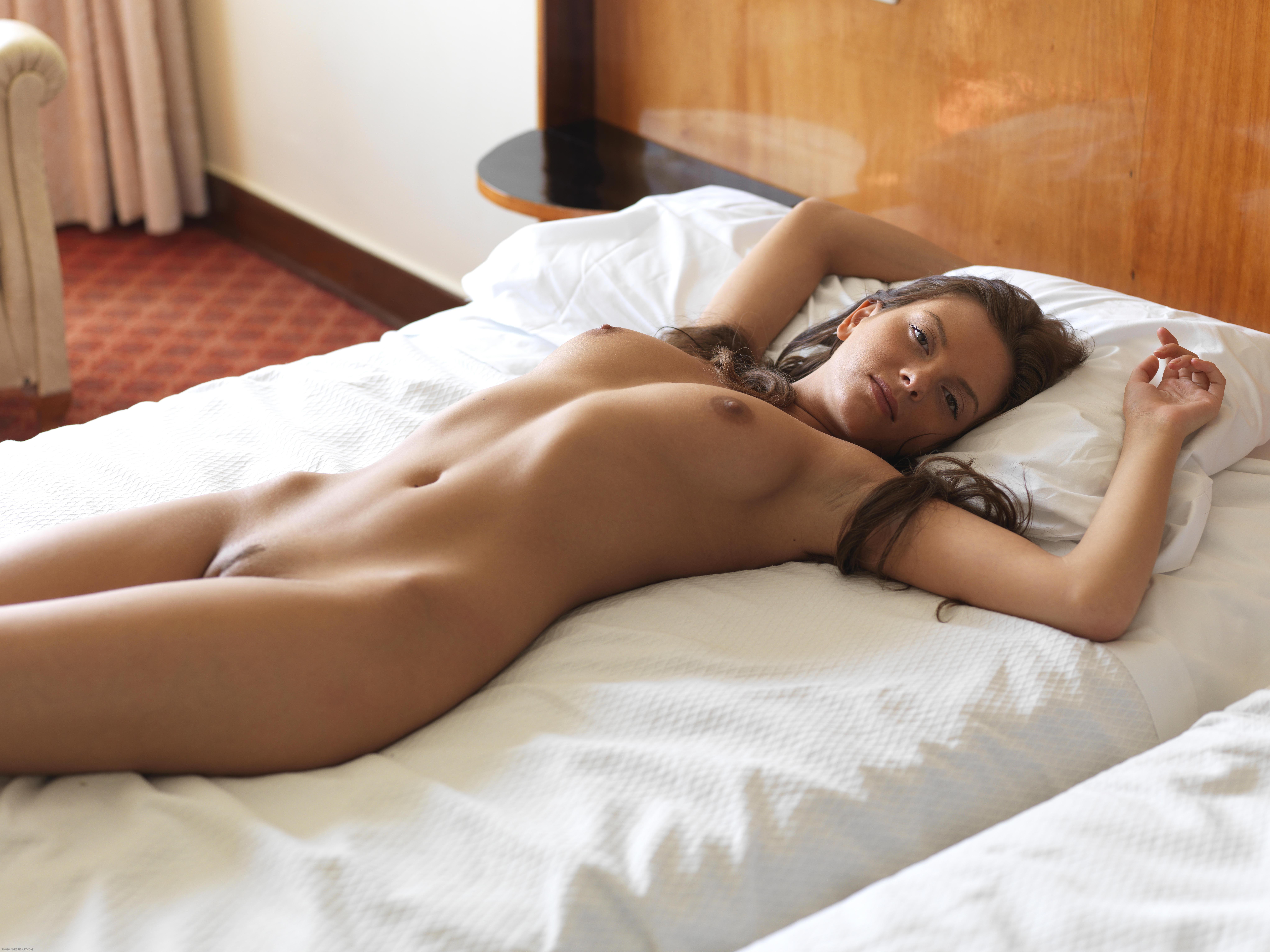 Спящая голая девушка онлайн, Порно со спящими девушками 26 фотография
