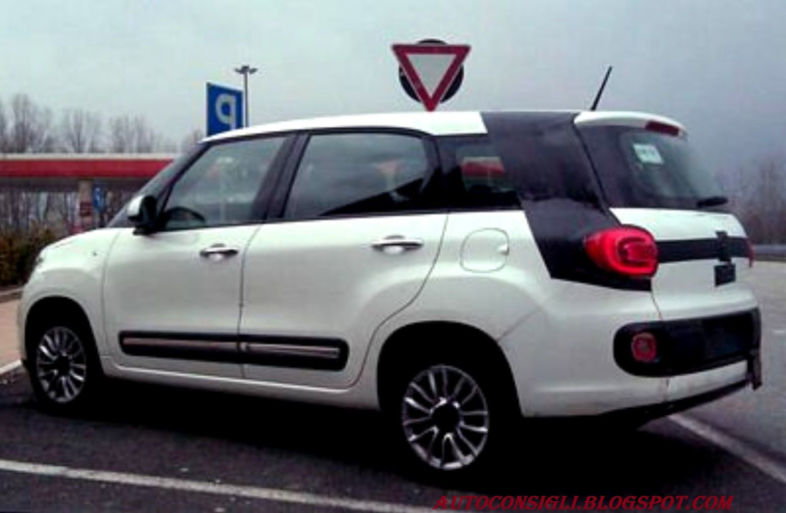 fiat 500 xl 2013 fiat 500xl 15725363 free image hosting at turboimagehost. Black Bedroom Furniture Sets. Home Design Ideas