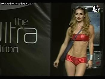 Maria Vazquez en trikini