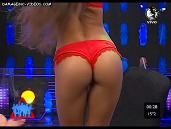 El culo de Romina Leal en tanga roja